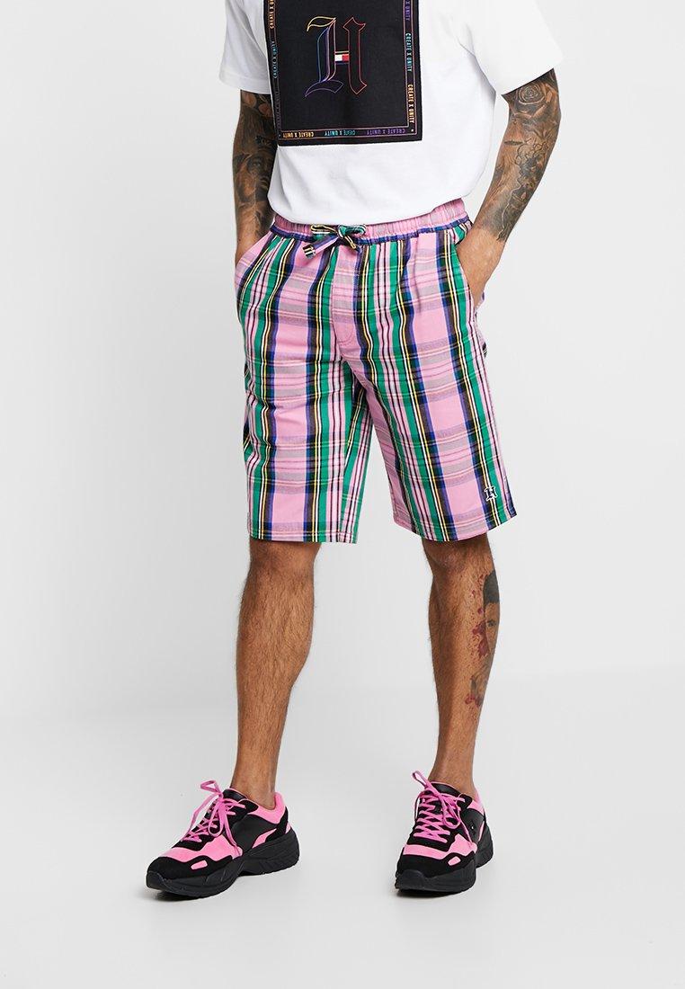 Tommy Hilfiger - LEWIS HAMILTON ALLOVER CHECK SHORT - Shorts - pink