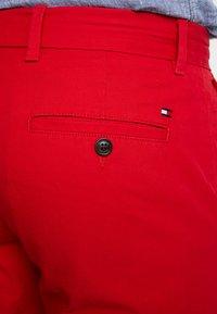 Tommy Hilfiger - BROOKLYN - Shorts - red - 3