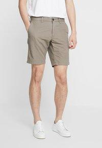 Tommy Hilfiger - BROOKLYN - Shorts - brown - 0