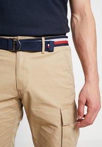 Tommy Hilfiger - JOHN BELT - Shorts - khaki - 3