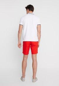 Tommy Hilfiger - BROOKLYN LIGHT BELT - Shorts - red - 2