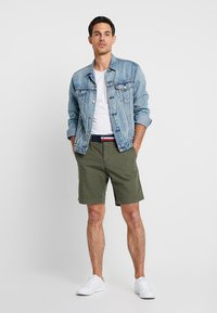 Tommy Hilfiger - BROOKLYN LIGHT BELT - Shorts - green - 1
