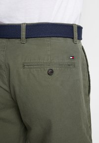 Tommy Hilfiger - BROOKLYN LIGHT BELT - Short - green