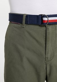 Tommy Hilfiger - BROOKLYN LIGHT BELT - Shorts - green - 5