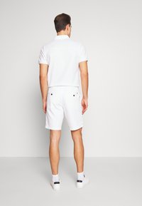 Tommy Hilfiger - BROOKLYN SHORT LIGHT TWILL - Shorts - white - 2