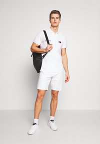 Tommy Hilfiger - BROOKLYN SHORT LIGHT TWILL - Shorts - white - 1