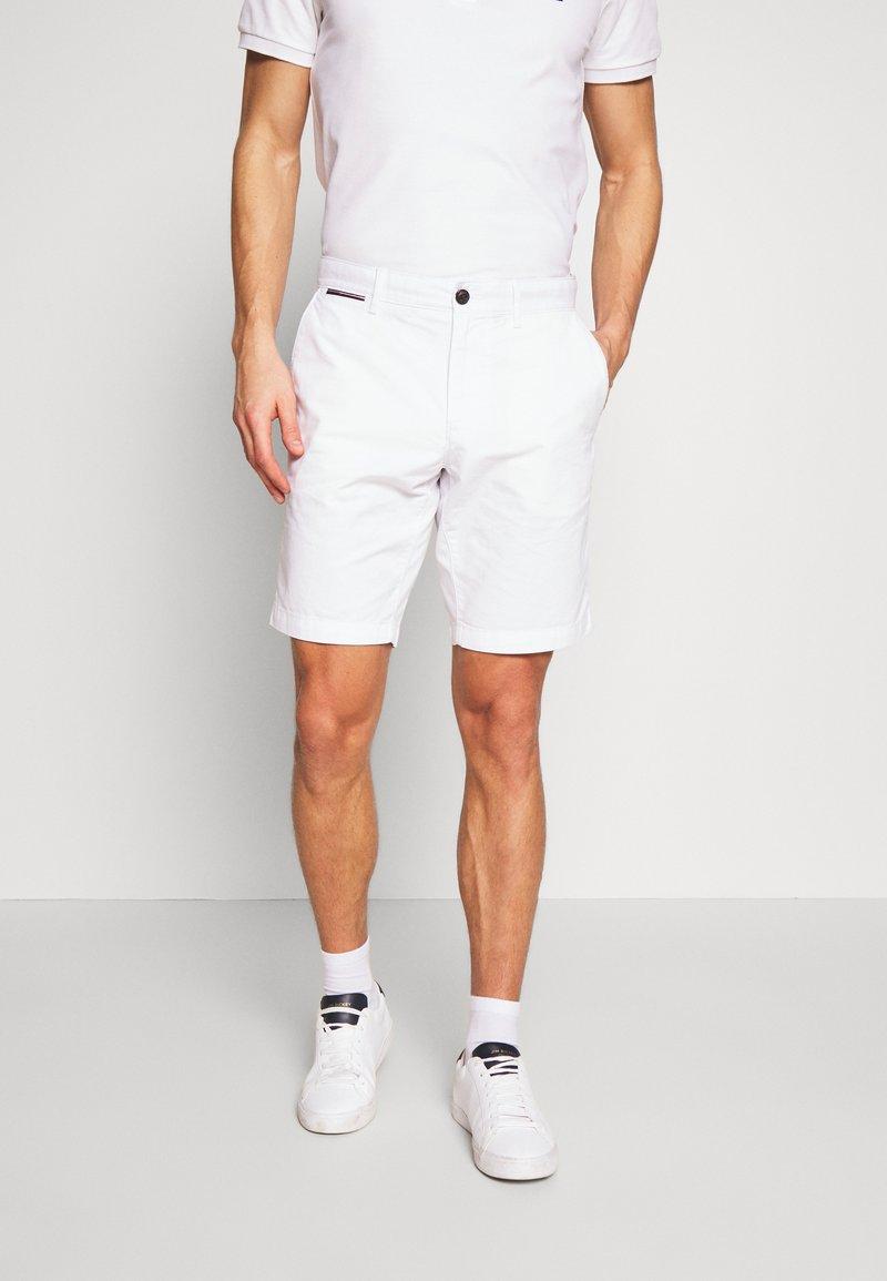 Tommy Hilfiger - BROOKLYN SHORT LIGHT TWILL - Shorts - white
