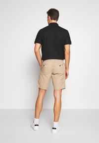 Tommy Hilfiger - BROOKLYN SHORT LIGHT TWILL - Shorts - beige - 2