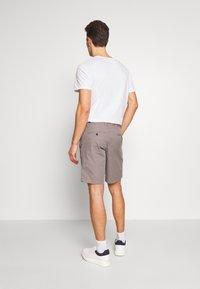 Tommy Hilfiger - BROOKLYN SHORT LIGHT TWILL - Shorts - grey - 2