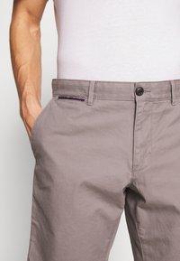 Tommy Hilfiger - BROOKLYN SHORT LIGHT TWILL - Shorts - grey - 4