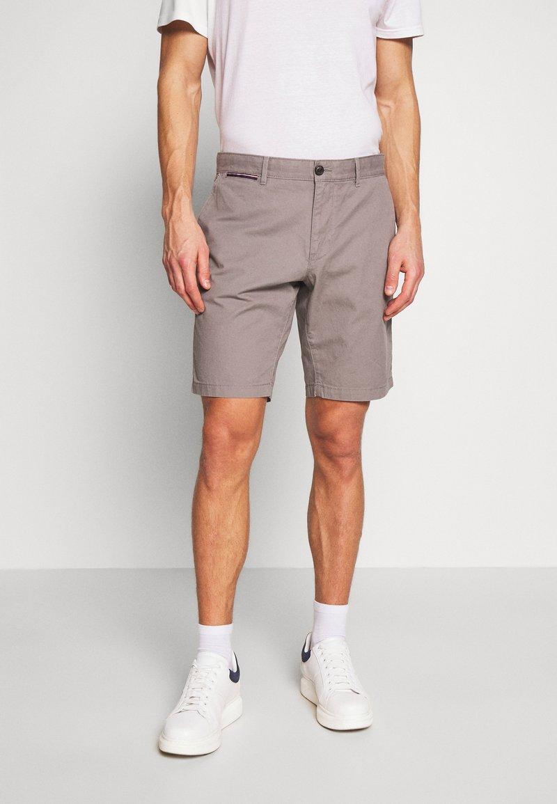Tommy Hilfiger - BROOKLYN SHORT LIGHT TWILL - Shorts - grey