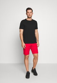 Tommy Hilfiger - BROOKLYN SHORT LIGHT TWILL - Shorts - red - 1