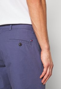 Tommy Hilfiger - BROOKLYN SHORT LIGHT TWILL - Shorts - blue - 3