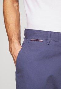Tommy Hilfiger - BROOKLYN SHORT LIGHT TWILL - Shorts - blue - 5