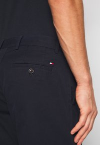 Tommy Hilfiger - BROOKLYN SHORT LIGHT TWILL - Szorty - blue - 5