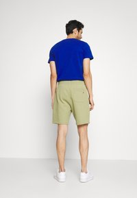 Tommy Hilfiger - BASIC EMBROIDERED  - Shorts - green - 2
