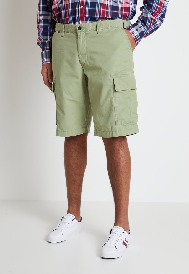 JOHN LIGHT - Shorts - green
