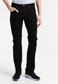 Tommy Hilfiger - DENTON - Straight leg jeans - clean black - 0