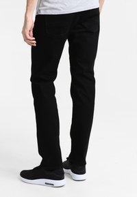 Tommy Hilfiger - DENTON - Straight leg jeans - clean black - 2