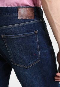 Tommy Hilfiger - DENTON - Straight leg jeans - new dark stone - 4