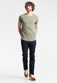 Tommy Hilfiger - DENTON - Jeansy Straight Leg - new clean rinse - 1