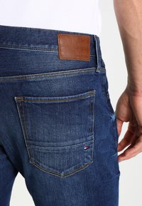 Tommy Hilfiger - DENTON - Straight leg jeans - new mid stone - 4