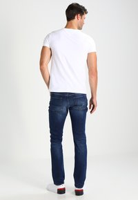 Tommy Hilfiger - DENTON - Straight leg jeans - new mid stone - 2