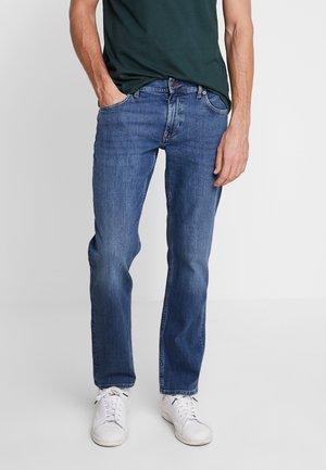 DENTON AYNOR - Jeans straight leg - denim
