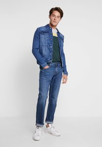 Tommy Hilfiger - DENTON AYNOR - Jeans straight leg - denim - 1