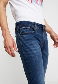 Tommy Hilfiger - LAYTON PORT - Jeans slim fit - blue denim - 4