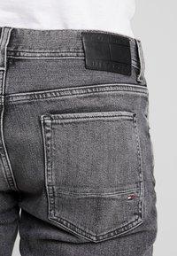 Tommy Hilfiger - STRAIGHT DENTON ARGO - Jeans a sigaretta - black - 3