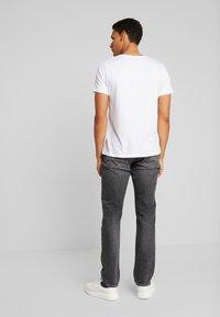 Tommy Hilfiger - STRAIGHT DENTON ARGO - Jeans a sigaretta - black - 2