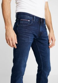 Tommy Hilfiger - DENTON BRIDGER - Straight leg jeans - denim - 5