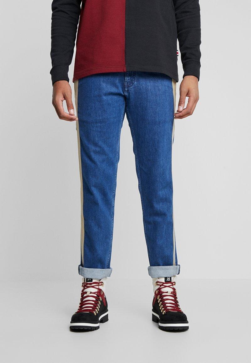 Tommy Hilfiger - LEWIS HAMILTON SIDE STRIPE - Jeans straight leg - denim