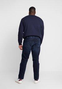 Tommy Hilfiger - MADISON BURKE  - Straight leg jeans - dark-blue denim - 2