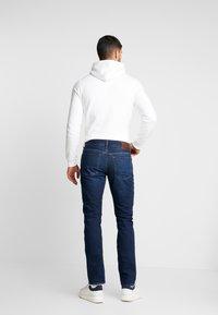 Tommy Hilfiger - SLIM BLEECKER  - Jeans slim fit - dark blue denim - 2
