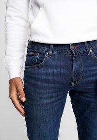 Tommy Hilfiger - SLIM BLEECKER  - Jeans slim fit - dark blue denim - 3