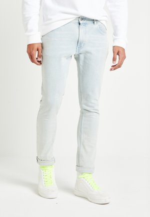 LEWIS HAMILTON SLIM BLEACH WASH DENIM - Jean slim - light-blue denim