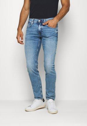BLEECKER STR ARTAS BLUE - Jeansy Straight Leg - denim