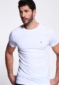 Tommy Hilfiger - NEW STRETCH TEE C-NECK - T-shirts basic - classic white - 0