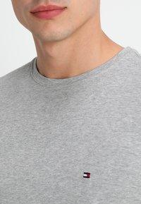 Tommy Hilfiger - NEW STRETCH TEE C-NECK - Basic T-shirt - cloud heather - 4