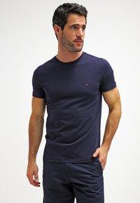 Tommy Hilfiger - NEW STRETCH TEE C-NECK - T-Shirt basic - navy blazer - 0