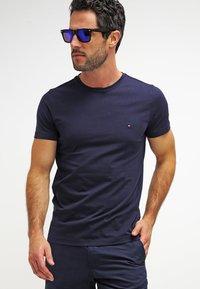 Tommy Hilfiger - NEW STRETCH TEE C-NECK - T-Shirt basic - navy blazer - 3