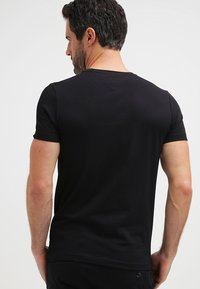 Tommy Hilfiger - NEW STRETCH TEE C-NECK - T-Shirt basic - flag black - 2