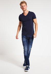 Tommy Hilfiger - T-shirt basic - navy - 1