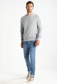 Tommy Hilfiger - BASIC - Sweatshirt - grey - 1