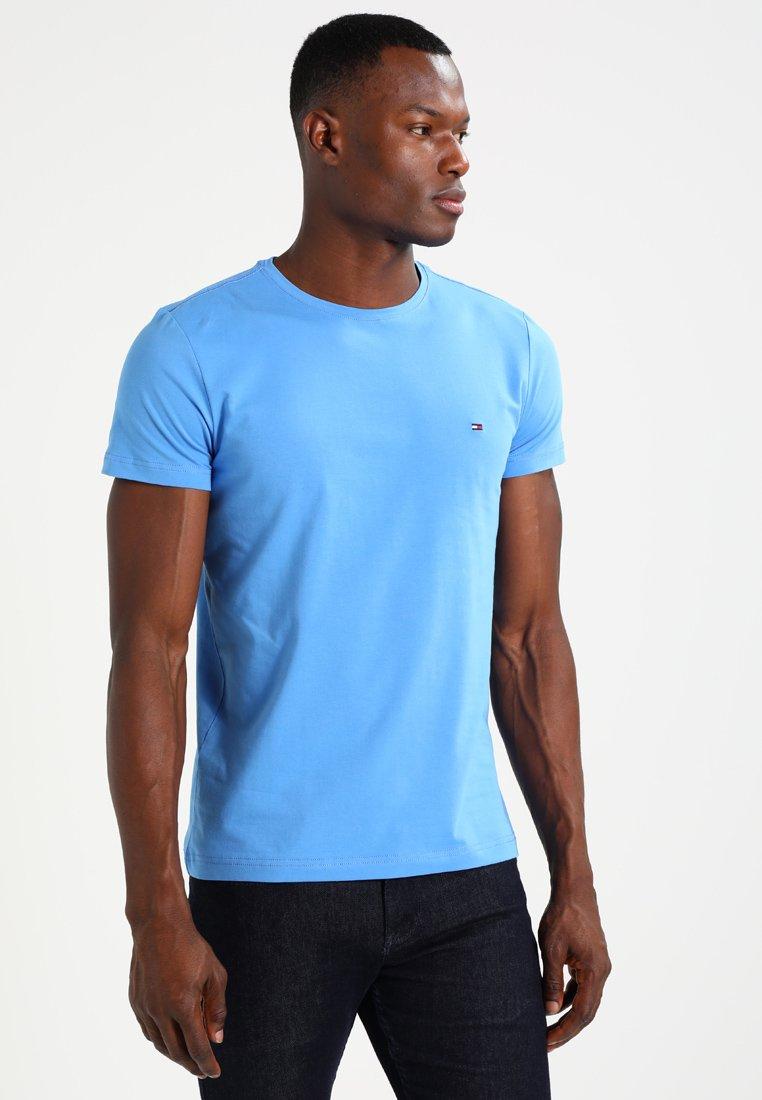 Tommy Hilfiger - STRETCH SLIM FIT TEE - T-shirt z nadrukiem - blue