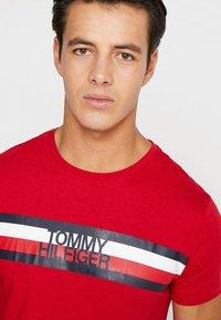 Tommy Hilfiger - LOGO TEE - T-Shirt print - red - 4