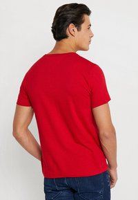 Tommy Hilfiger - LOGO TEE - T-Shirt print - red - 2