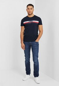 Tommy Hilfiger - LOGO TEE - T-shirt con stampa - blue - 1